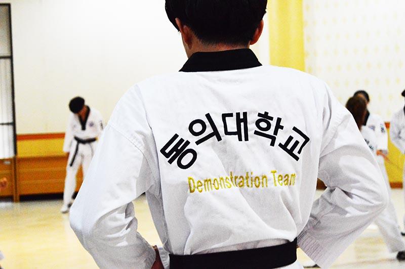 mahasiswa-korea-tampil-di-its2