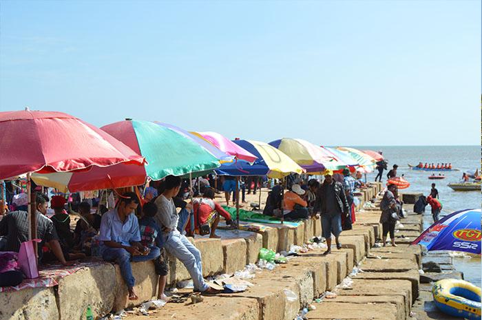 pantai-terpopuler-di-kalimantan-selatan
