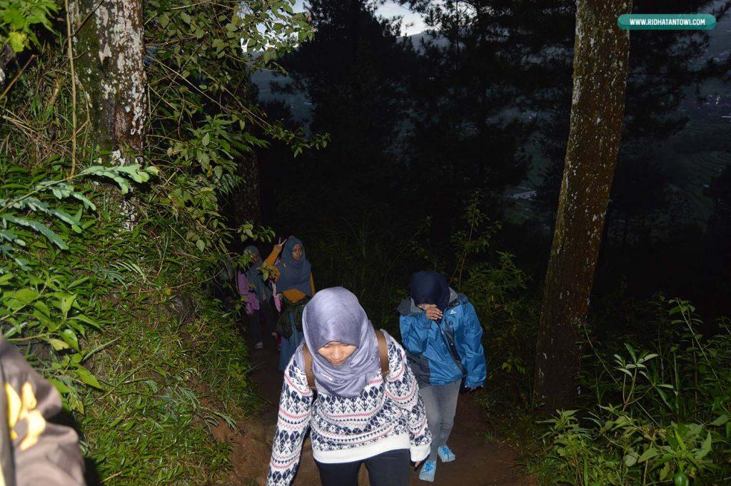 perjalanan-malam-gunung-andong